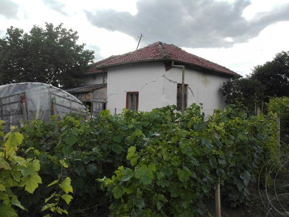 Къща с двор в Опанец(старото село)