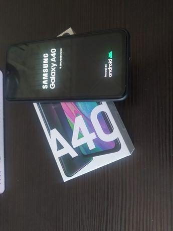 Продам телефон Самсунг А40 4-64 Гб