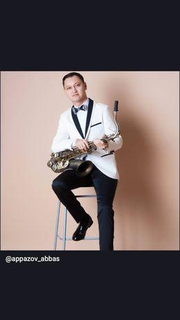 Саксофонист. Саксофон. Сакс. Фоновая музыка.