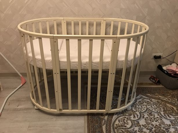 Манеж-кровать, прикроватная.