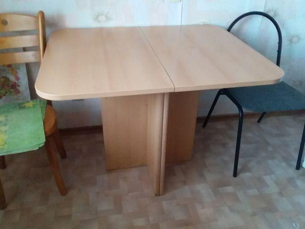 Стол для кухни или гостинной