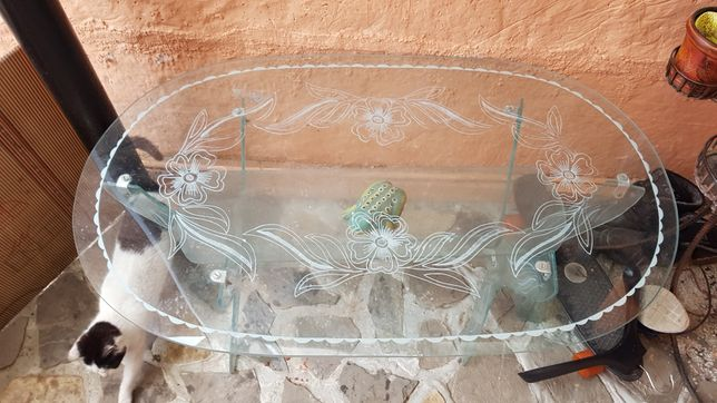 Vând masă din sticla.