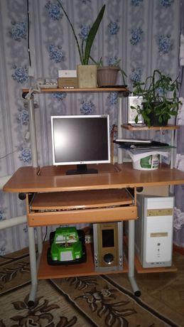 Компьютерный стол.Зеркало
