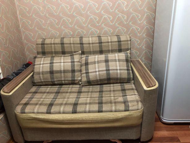 Мини диван в хорошем состоянии