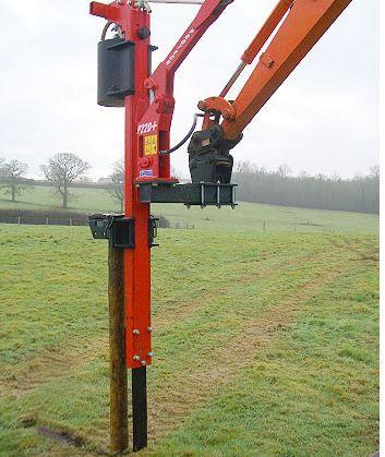 Atașament excavator pentru bătut stâlpi
