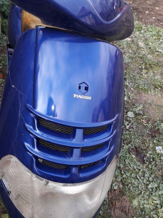 Dezmembrez scuter piaggio hexagon 250cc 4t motor defect pret 500 lei Sambata - imagine 1