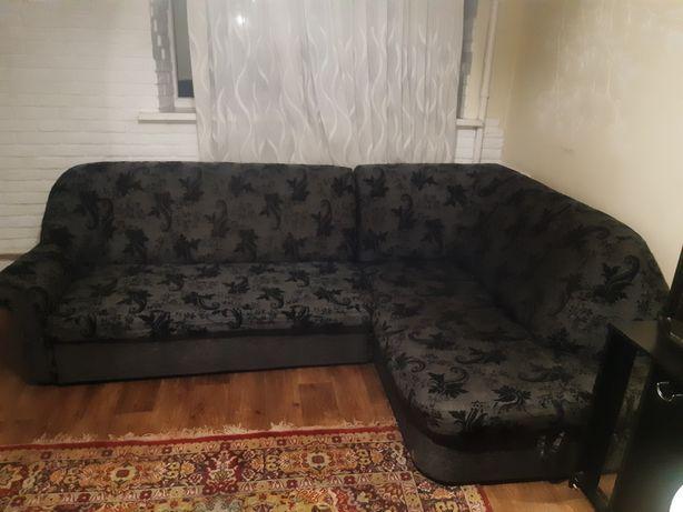 Продам диван добрлтный крепкий.надёжный
