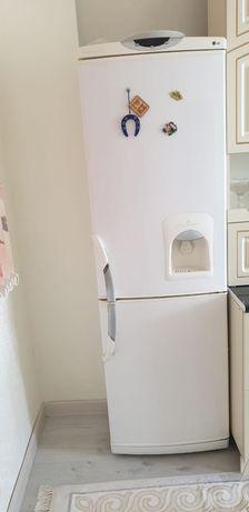 Продается Холодильник LG