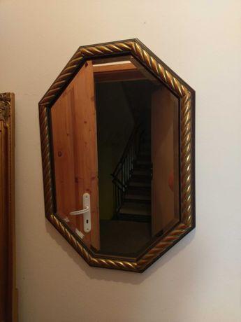 Огледало в стилна шестоъгълна форма