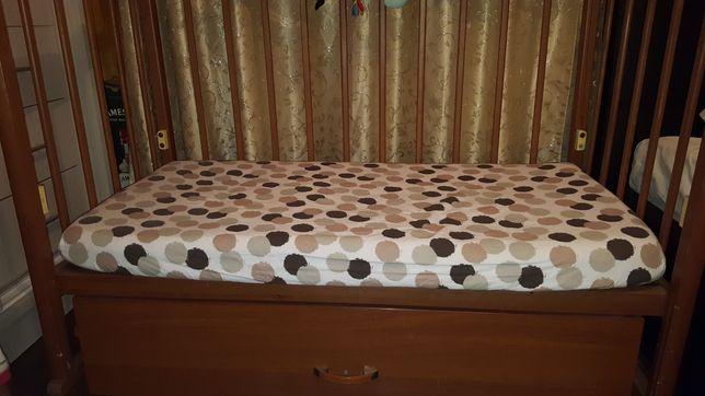 Детская кровать с матрасиком