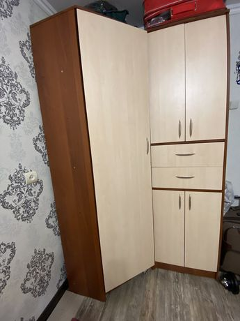 Продам мебель: угловой шкаф, большой стеллаж, компьютерный стол