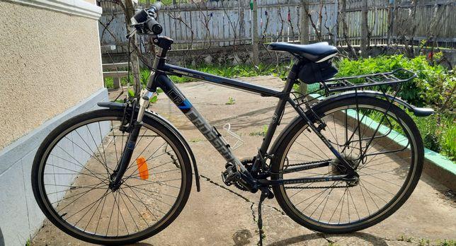 Bicicleta Al și Bare portbagaj.