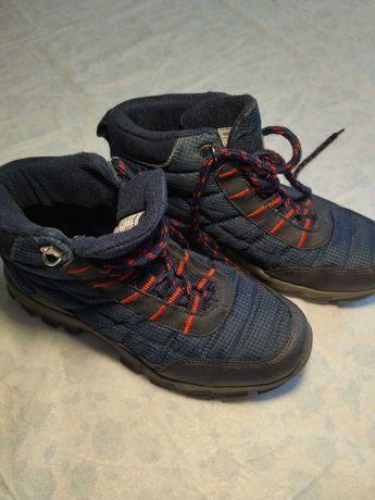 Ботинки осенние для мальчика, размер 38. Недорого.