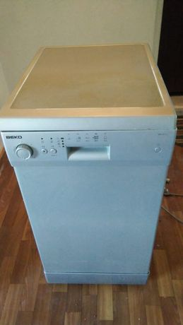 Посудомоечная машина в идеальном состояний.