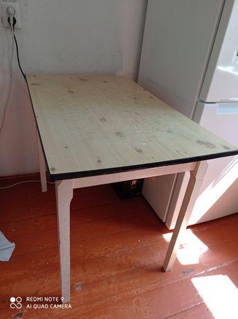 Кухонные принадлежности стол продам.