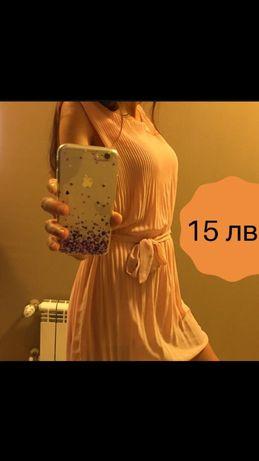 Красива розова рокля