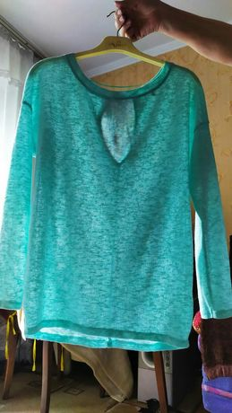 Женская блузка  , бирюзового цвета, очень нежная  48 размера