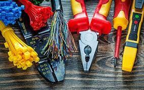 Electrician, Execut instalatii electrice interioare si reparatii