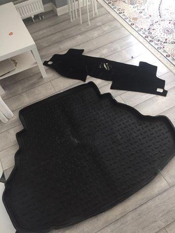 Продам коврик в багажник и накидку на панель