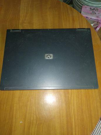 Vand laptop HP  pt piese