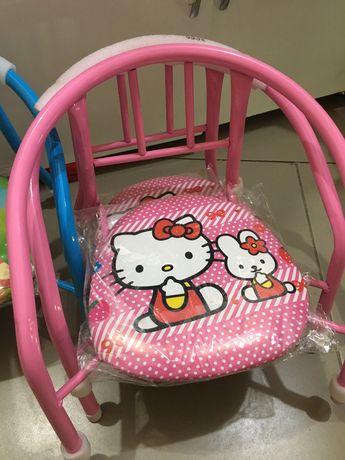 Детский стульчик со свистком