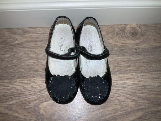 Продам детсие туфли