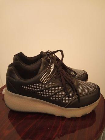 Продам роликовые кроссовки для девочки