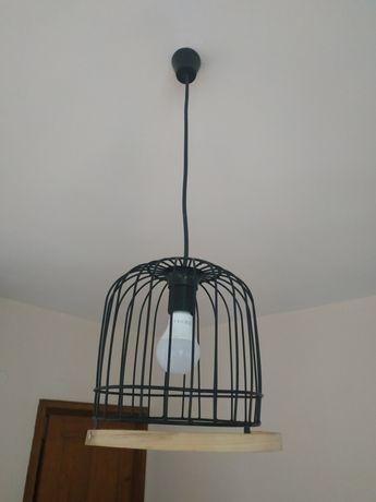 Модерна, стилна метална лампа за таван