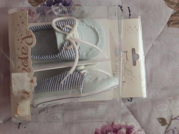 Чисто нови бебешки обувчици