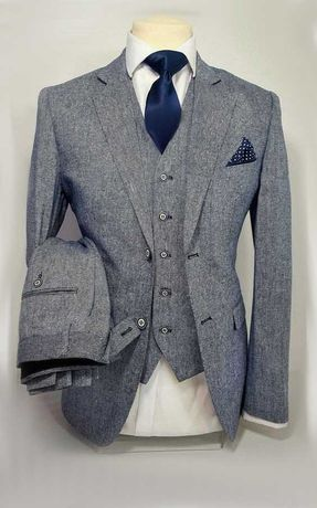 Showroom/Atelier care realizeaza la comanda costume/rochii