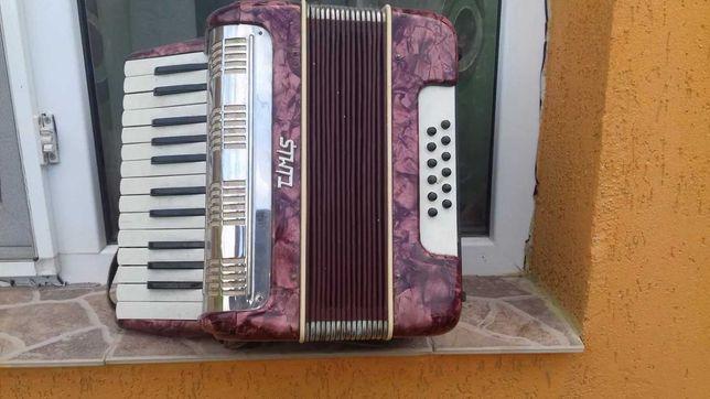Vând acordeon