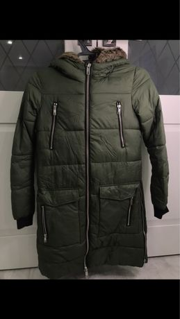 Продам зимнюю куртку DEFACTO на девочку