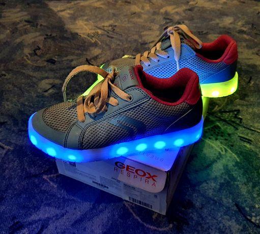 Кроссовки Geox с подсветкой