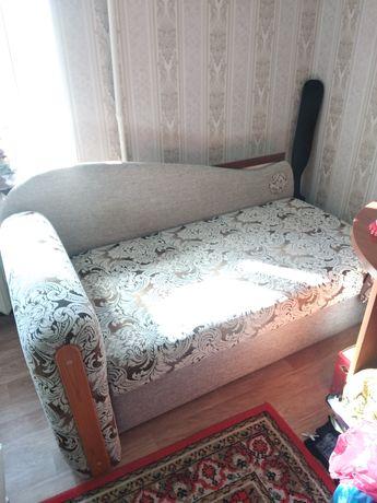 Продается подростковый диван и письменный стол