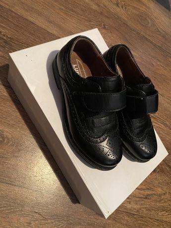 Продается туфли для мальчика