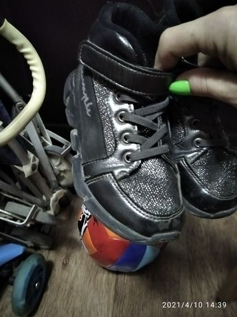 Продам обувь осенние ,весенние.Для девочки