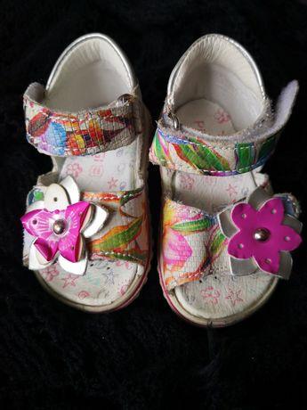 Sandale Primigi marimea 18, fetite