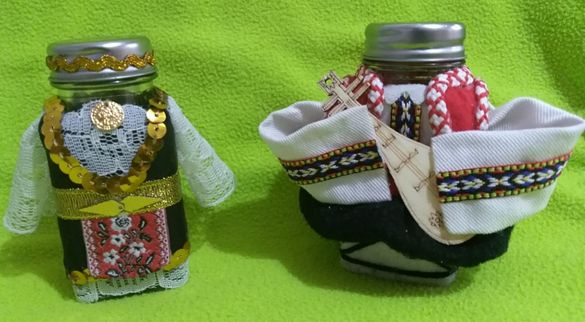 Битов сувенирен комплект солнички в народни носии