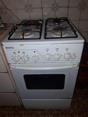 Продам газ плита четырех каворная в хорошем состояние с духовка