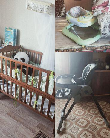 Продается детская кроватка, стульчик, ходунки