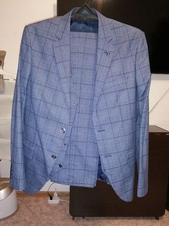 Продам мужской костюм троика
