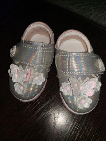 Продам детские кроссовки, новые