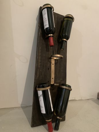 Suport / raft pentru sticle de vin .