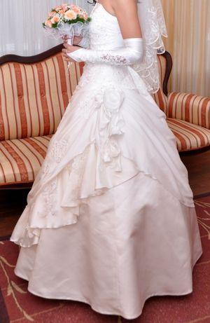Свадебное платье ( в комплекте шуба, сумочка, перчатки)
