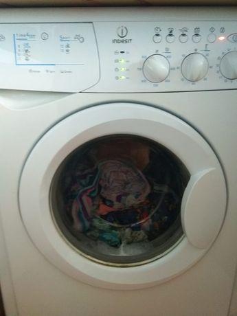 Продам машинку стиральную Indesit