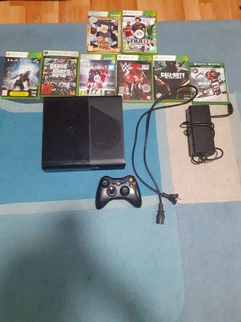 Vând xbox 360 8 jocuri