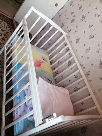 Детская кровать с матрасом и бортиками