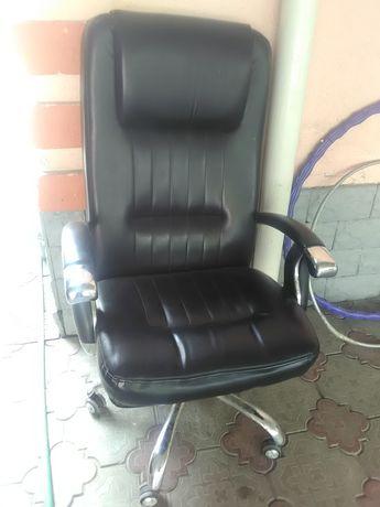 Кожаное большое кресло
