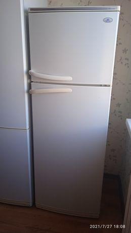 Продам рабочий холодильник 50 000 тг. Торг