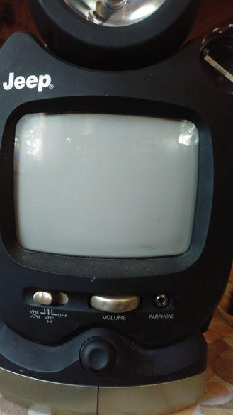 Телевизор,фенер,лампа,радио.